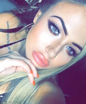3210238300000578-3485627-Fuller_pout_Holly_Hagan_shocked_fans_with_a_much_fuller_pout_on_-a-5_1457622126310